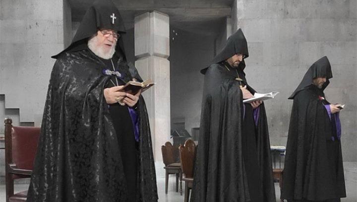 Հոգևոր դասն ու հավատացյալները վրդովված են․ աղոթքի ժամին վարչապետը ուղիղ եթերում հարցազրույց էր տալիս.«Հրապարակ»